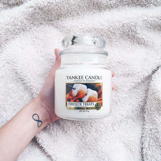 // My new #candle ?? - hummmm ! #firesidetreats #yankeecandle #parfum #home #sweet #picoftheday #decoration #white #yummy