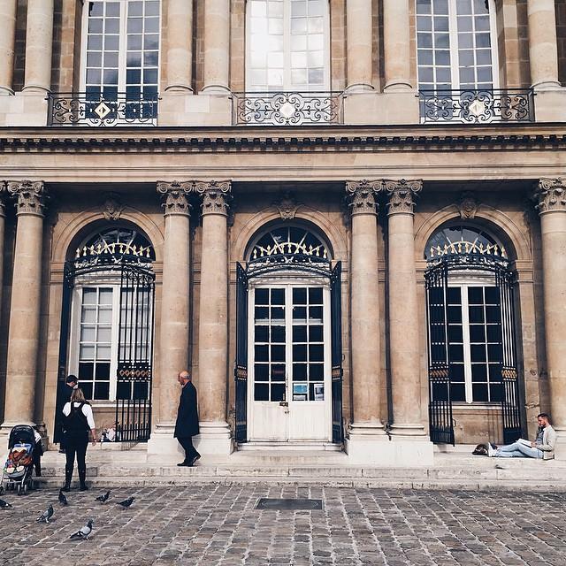 ? - 1 mois d'inspiration sur #paris - un nouveau design & une identité visuelle pour mon blog #lyloutte - j'ai hâte de vous montrer ça ? début de semaine prochaine, j'espère que vous aimerez. Bisous & Bonne soirée ? | #ride #blogger #architecture #photography #sweetmoments #street #october #photo