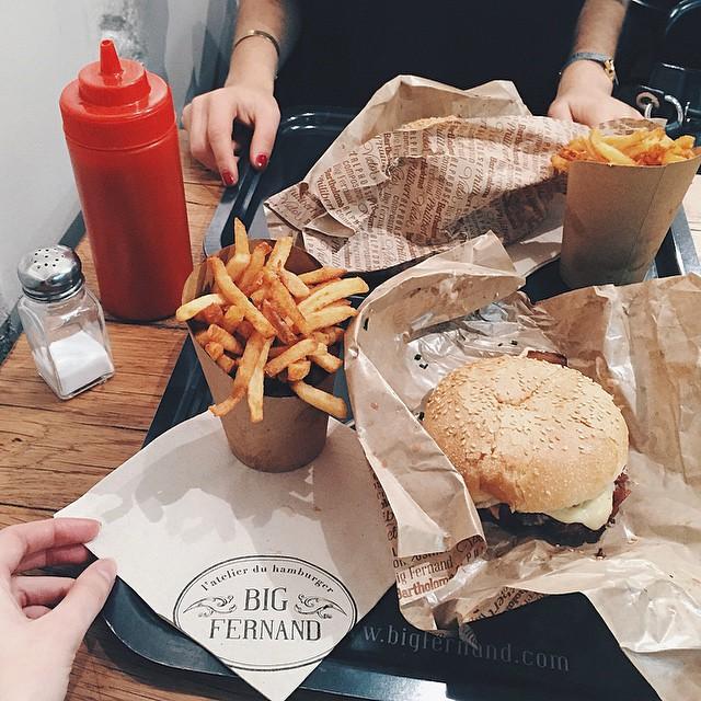 // Première fois chez @big_fernand ?avec ma @laura_peach ? à #paris | Et bien c'est  délicieux ? je trouve. Vous avez déjà testé ? | #friends #bloggers #food #hamburger #foodporn #bigfernand