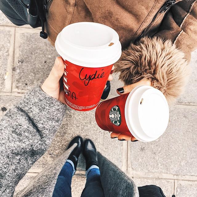 / Petite pause ce matin avec @laura_peach ? #starbucks #chocolate #honey #almond - Une tuerie ? | Après nous sommes allées à la vente privée #tarajarmon des pièces canons à un prix fou ! Hâte de vous montrer | #street #paris #autumn #friend #bloggers