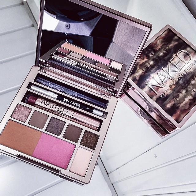 / Une toute nouvelle palette Naked ? elle sort en décembre !!! #nakedontherun #makeup - Super journée avec @urbandecaycosmetics ❤️ | #event #paris #happy #bloggers #jlink #urbandecaycosmetics #urbandecay